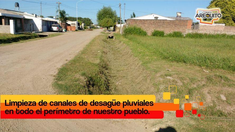 Limpieza de canales de desagüe perimetral.
