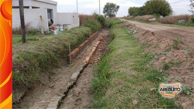 Tareas de mantenimiento y limpieza en canales y desagües Barrio Norte